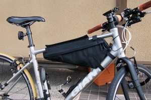 クロスバイクにフレームバッグを装着