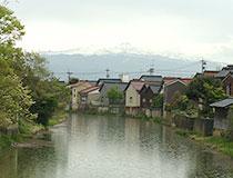 前川のあいさつ橋から見る白山の風景
